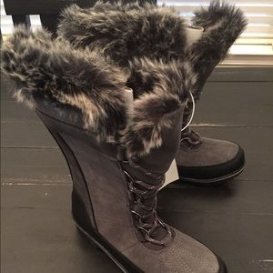 Women's Champion gray fur lined warm snow boot NWT